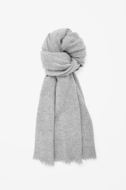 http://www.cosstores.com/at/Women/Hats_Scarves_Gloves/Oversized_wool_scarf/10672463-34570288.1#34570289