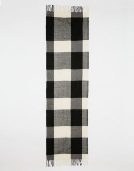 http://www.asos.de/Monki/Monki-Large-Checked-Scarf/Prod/pgeproduct.aspx?iid=5519504&cid=4174&Rf1026=6191&sh=0&pge=0&pgesize=36&sort=-1&clr=Black&totalstyles=220&gridsize=3